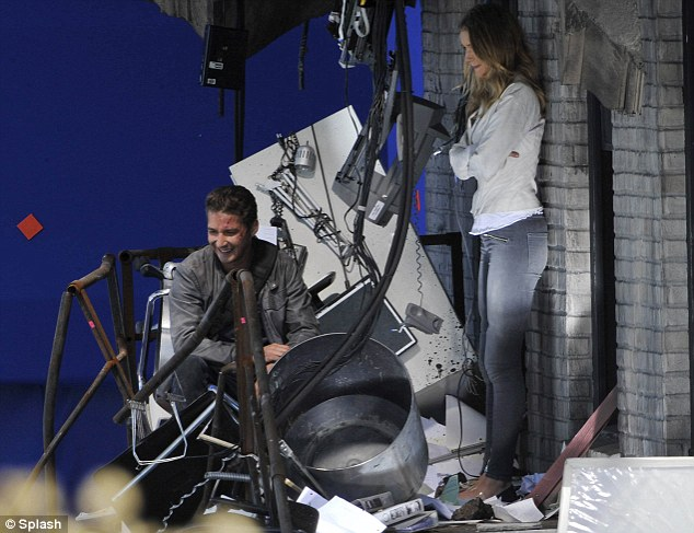 rosie huntington-whiteley transformers 3. Waiting around: Shia and Rosie