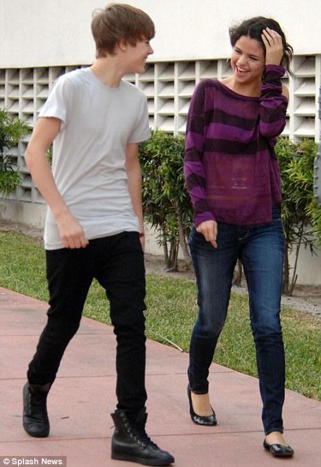 selena gomez justin bieber yacht. Justin Bieber and Selena Gomez