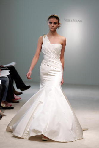 The goddess of wedding gowns Vera Wang announced she is designing for