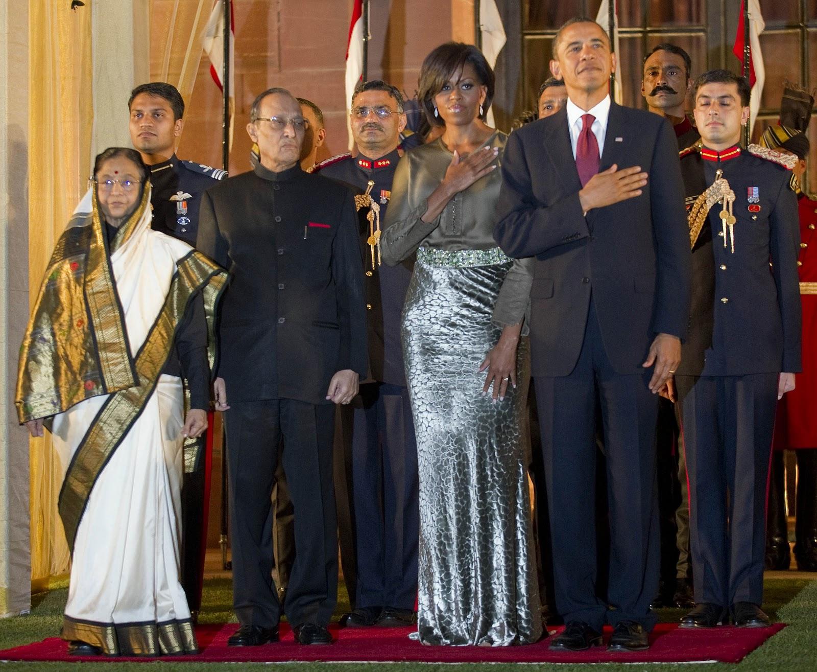 http://4.bp.blogspot.com/_tHQ1gA2brsc/TNloI_g6fZI/AAAAAAAAGkQ/BZ32uBXg924/s1600/michelle-obama-rachel-roy-dune-velvet-skirt-state-dinner-india-president-barack-obama-glamazons-blog.jpg