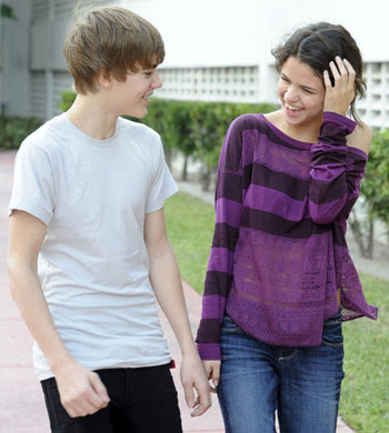 """""""Justin Bieber Talks Awkward"""