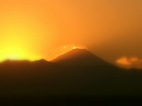 JAPAN - Mt. Fuji at dusk / @JDumas