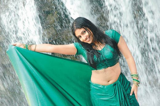 south india mallu actress Monica showing bra and wet saree sexy images