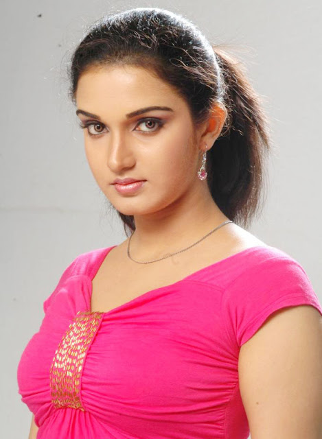 South indian actor honey rose hot exposing boomb image galllery
