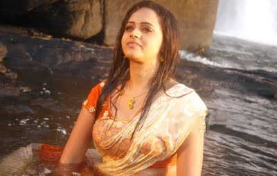 south india mallu actress bhavana showing cleavage and navel in saree image gallery