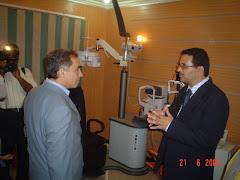 المحافظ يستمع لشرح د.أحمد