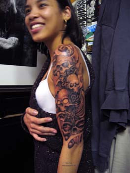 Women Shoulder Skull Tattoos Ideas 4
