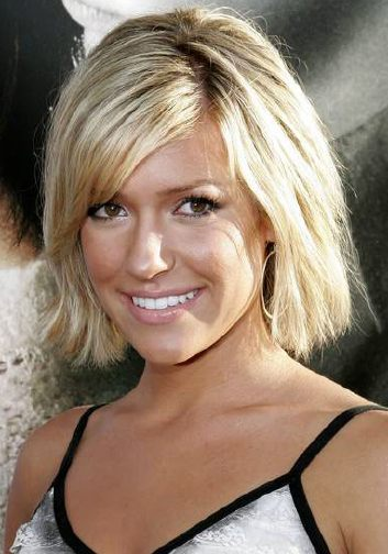 Short hairstyles kristin cavallaris short hair style actress and laguna beach reality tv star kristin cavallari has short hairstyle straight hair in a side parted layered eye concealing shaggy bob style winobraniefo Images