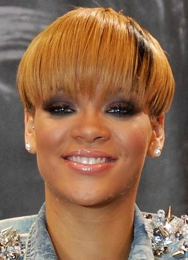 2010 Rihanna Short Hairstyle. Hair chameleon Rihanna changed up her look