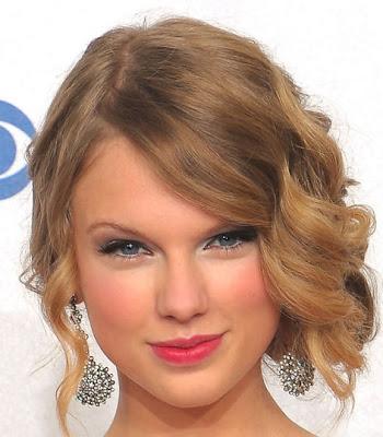 Vencejos Taylor cubrió hasta rizos peinado