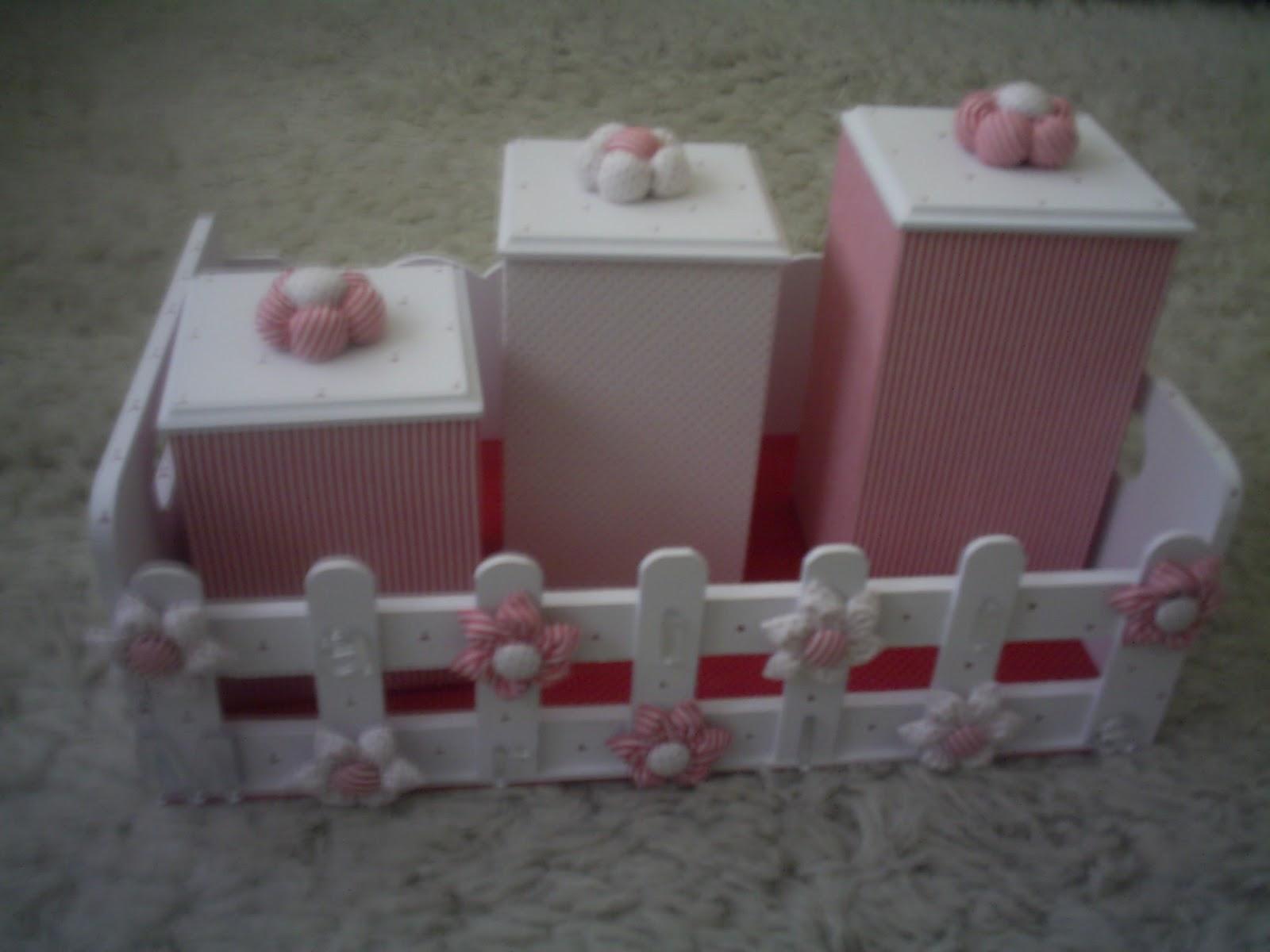 Cesta De Higiene Para Quarto De Bebe ~   quarto de beb? vermelho e branco  Cesta e potinhos de higiene  c?d