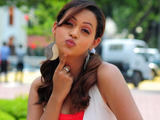 Bhavana+kiss
