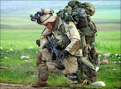 سؤال عن استراجيات البلاد العربية؟ بالصور American+soldier+with+gun