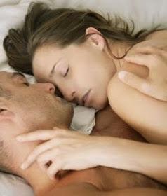 14 Manfaat Tidur Telanjang Bagi Pria dan Wanita (Pertanyaan Menggelitik)