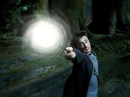 http://4.bp.blogspot.com/_tQf3Civ3lMg/S_nHetxSjCI/AAAAAAAABok/jdBLKzHsdIU/s1600/harry-potter-spell-quiz_1.jpg