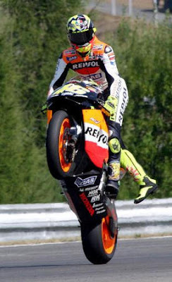 Wallpaper Motogp Valentino Rossi with Repsol Honda