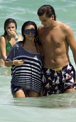 Kourtney kardashian pregnant pictures