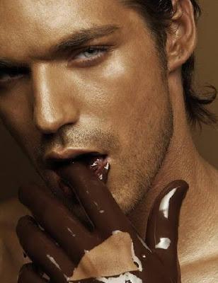 Coelhão da páscoa lambuzado de chocolate