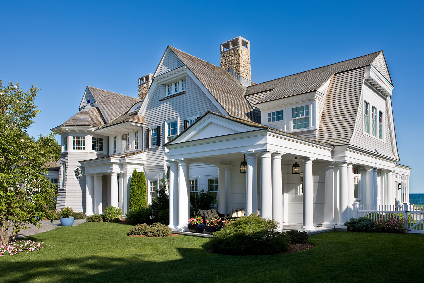 Willow decor a coastal dream by catalano architects for Shingle style home designs