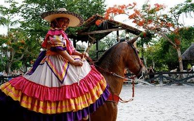 TRAJES TIPICOS DE LA REPUBLICA MEXICANA - YouTube