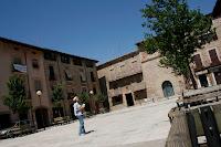 Perdida en la plaza mayor de Santpedor, suerte del mapa de la ciudad que me dieron en la biblioteca!!