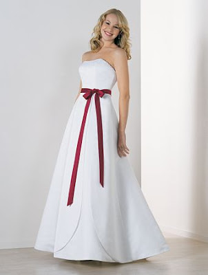 The Wedding Gown Dresses is simple with belt red.