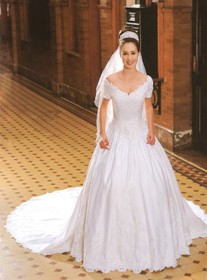 Long tails in Style Wedding Dress