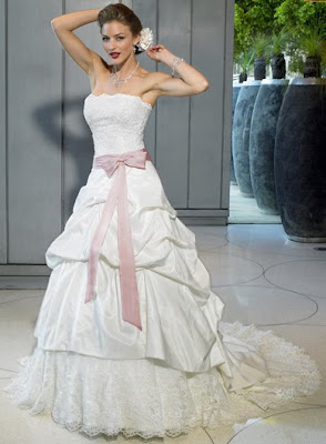 <br />Wedding gown comfortably.