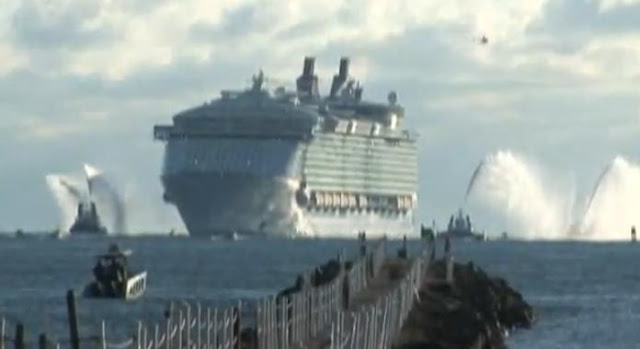 World Largest Cruise Ship Oasis of the Seas Arrives At Florida