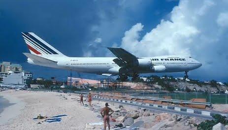 Jumbo Jets vs People On St Martin Beach-Take Off & Landing ...