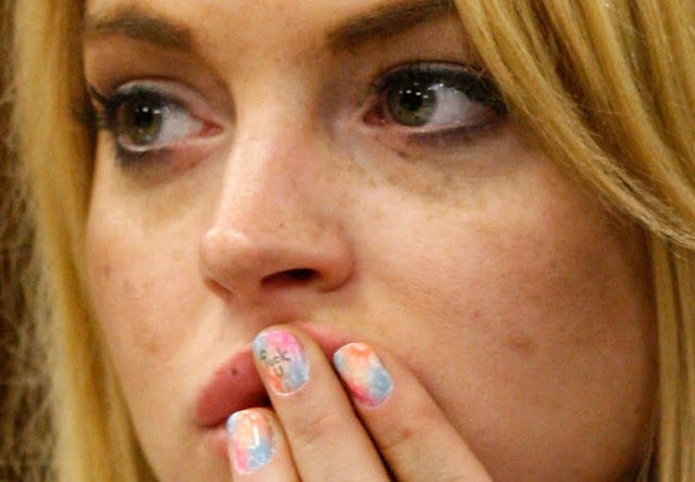 Lindsay Lohan vs Middle Fingernail With Profane Word F U In Court [PHOTOS]