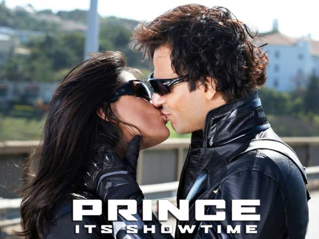 http://4.bp.blogspot.com/_tWtGNWVDlTE/S8fjJ0RrpjI/AAAAAAAAExE/8fMVK6s0IGw/s1600/hindi-picture-prince-kissing-wallpaper.jpg
