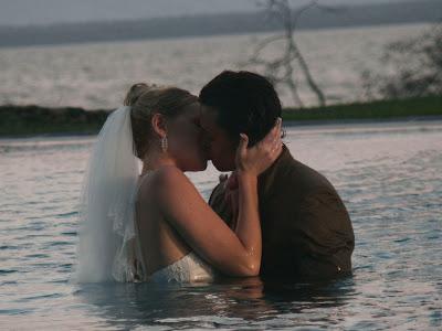 صور حب 2014 - صور رومنسيه 2014 - اجمل صور  حب 2014 kiss_in_water.jpg