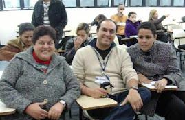 Prof. Marcelo e alunas com deficiência visual.