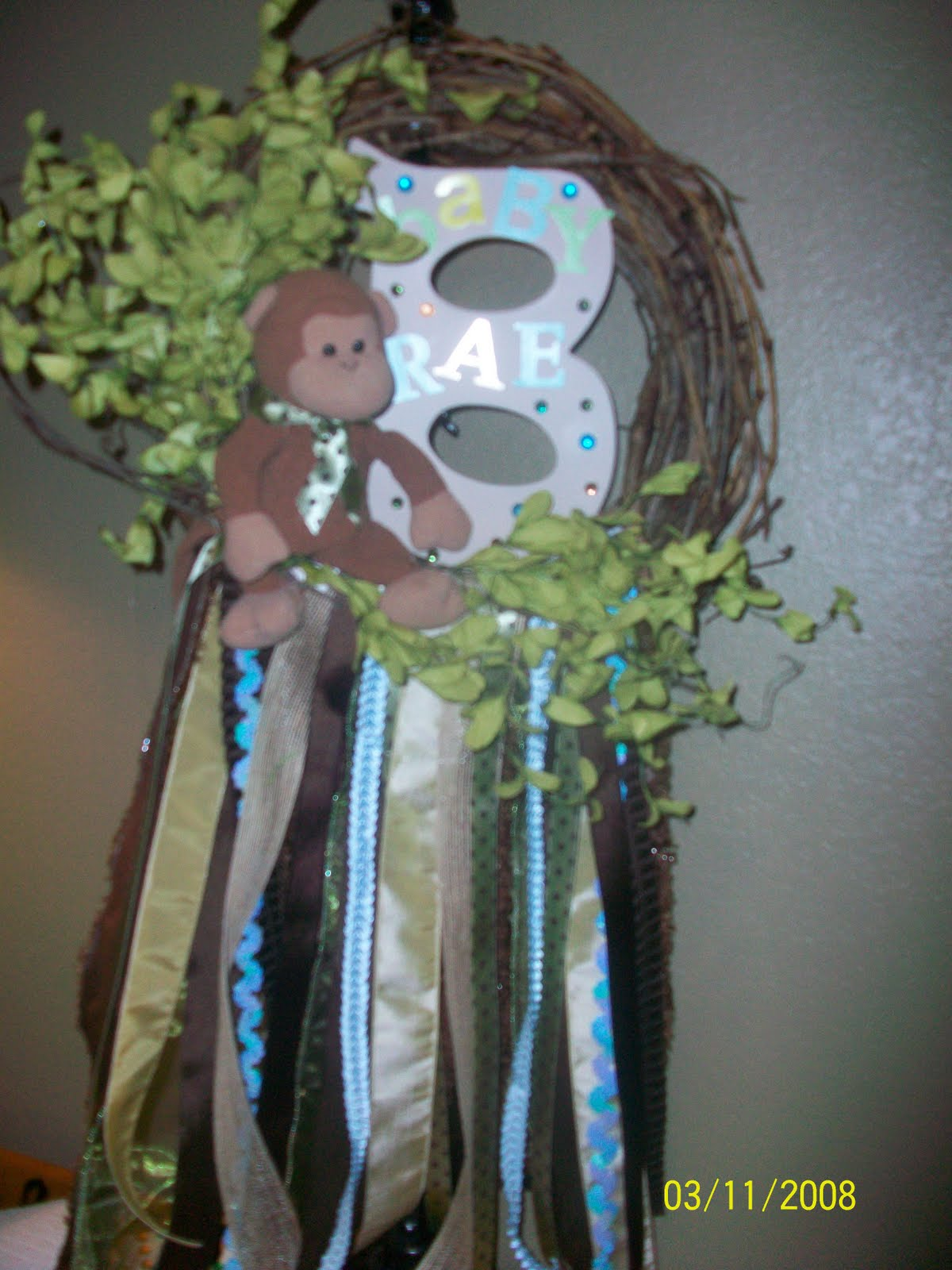 De 39 coop monkey wreath for baby boy for Baby boy door decoration