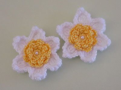 magnet daffodil flower yellow white bead