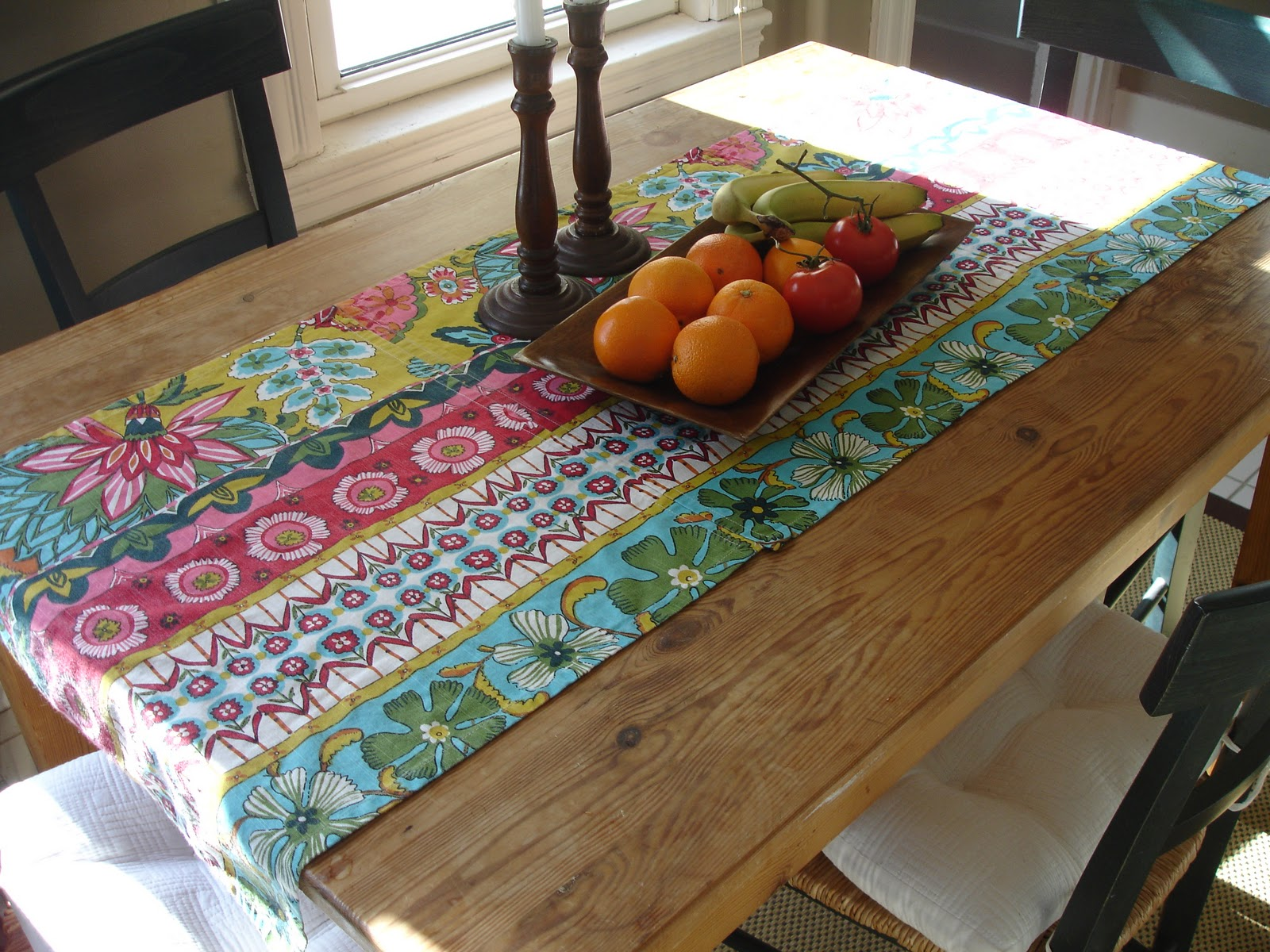loft cottage diy how to make a no sew table runner from dinner napkins. Black Bedroom Furniture Sets. Home Design Ideas