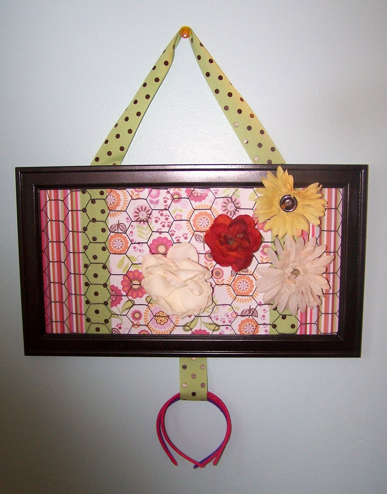 cookie nut creations  friday u0026 39 s feature  framed wire hair bow holders