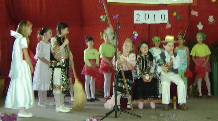 În lumea poveștilor, clasa III, Premiul I, înv. primar, la Festivalul de teatru al școliii-2010