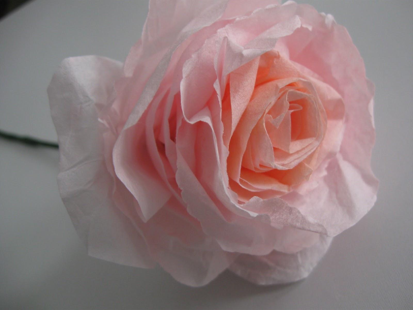 Цветы из блестящей бумаги своими руками