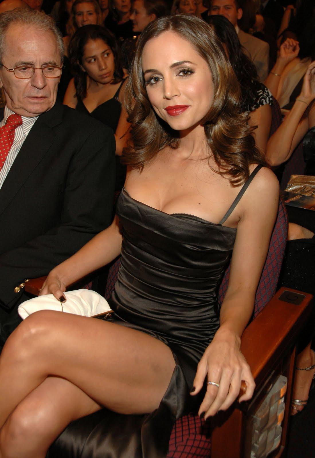 http://4.bp.blogspot.com/_te_-NCYOffc/TFSvD7mGS7I/AAAAAAAACOc/8CTiY_Lr02M/s1600/elisabeth_dashku_legs_2.jpg