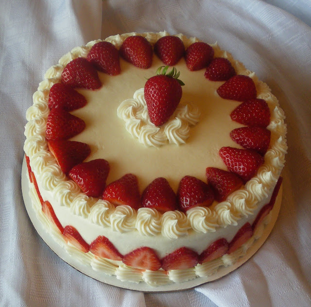 Decorating Cake With Frozen Strawberries : Super Cool Images: Strawberry Cake