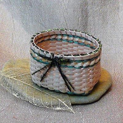 miniature dollhouse basket