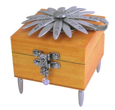 wooden box with daisy - loves me, loves me not