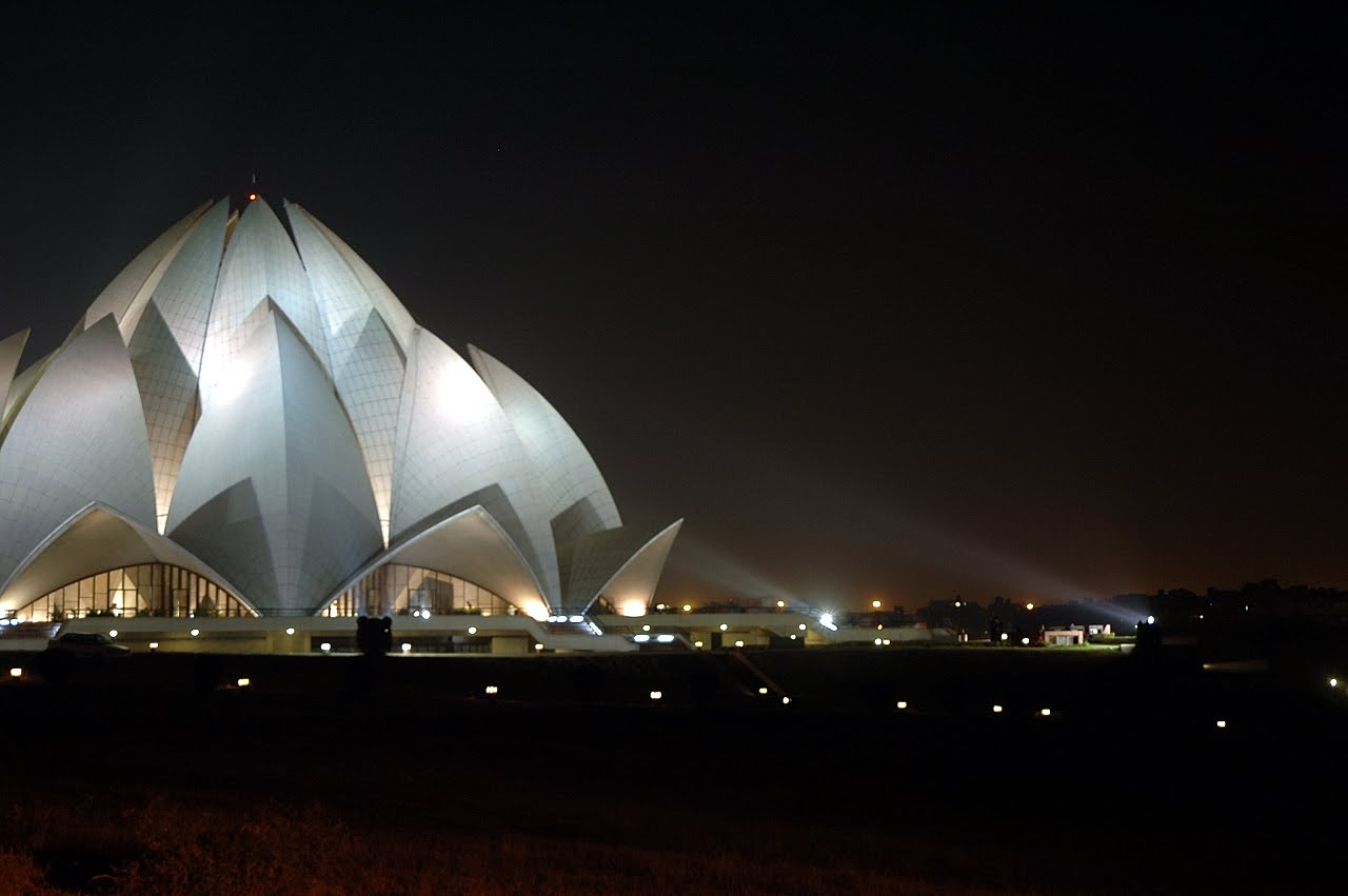 lotus temple Lotus temple is one the famous attraction in delhi if you are planning to visit lotus temple, find lotus temple timings, entry fees, location and other important facts at goibibo.