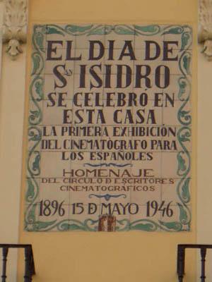 Placa conmemorativa de la primera exhibición cinematográfica