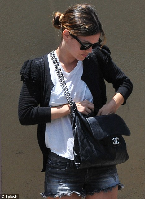 rachel bilson casual looks. Rachel Bilson- Casual Look of the Day. Posted by bennie at 5:43 PM