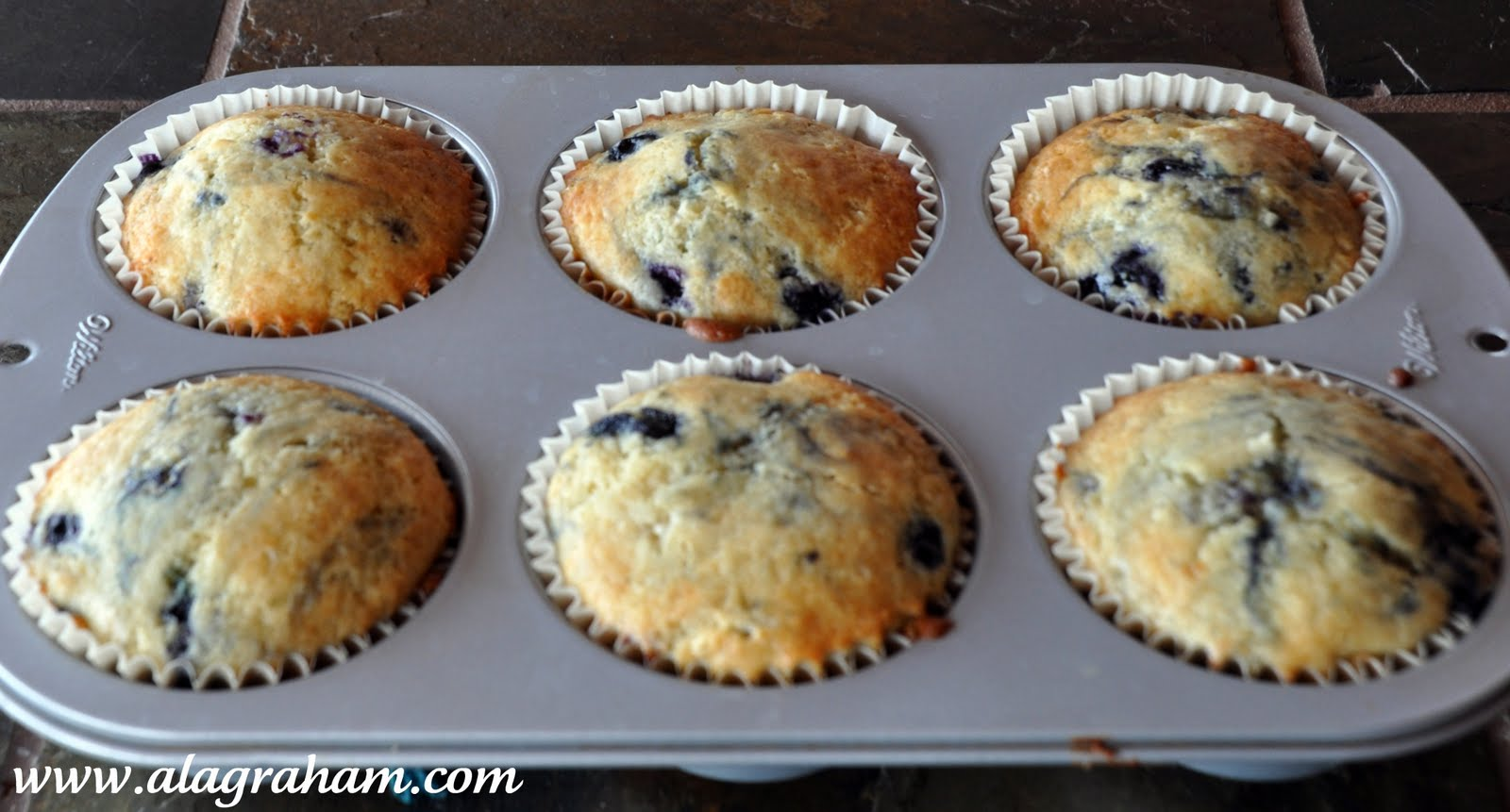 LA GRAHAM: BLUEBERRY COFFEE CAKE MUFFINS
