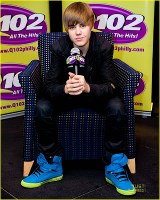 pictures of justin bieber shoes. justin bieber blue shoes