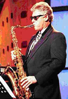 Bill Clinton sax with bass player